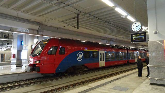 Bodet-donne-lheure-aux-trains-de-Belgrade-en-Serbie
