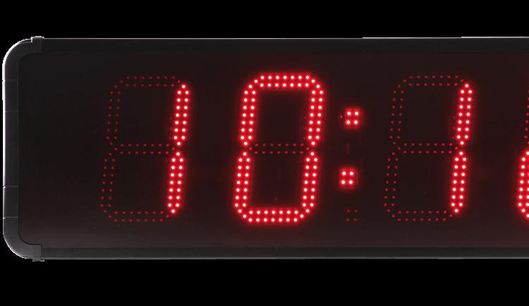 Die HMT LED 45: eine große Uhr