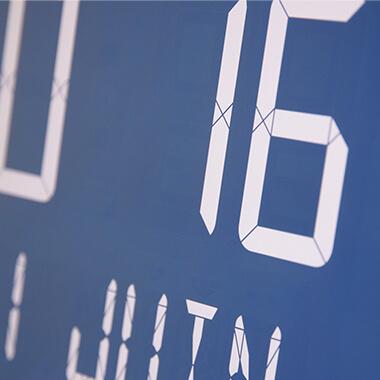 Zeitloses Design kennzeichnet die Uhr Opalys Ellipse