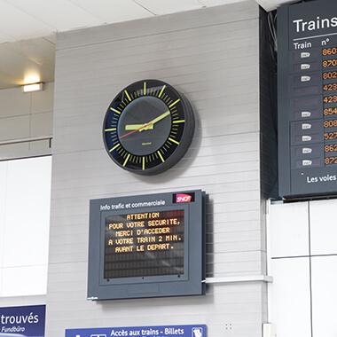 The Profil TGV 940, a modern and timeless clock