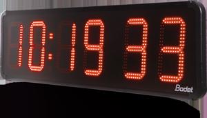 Reloj digital de gran formato