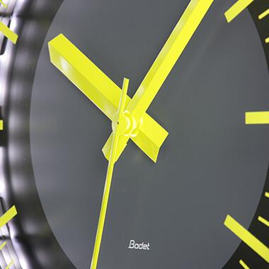La Profil TGV 970, une horloge authentique