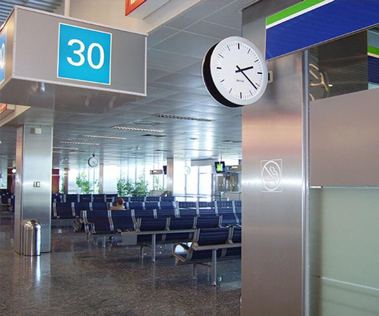 Часы Profil в аэропорту Будапешта